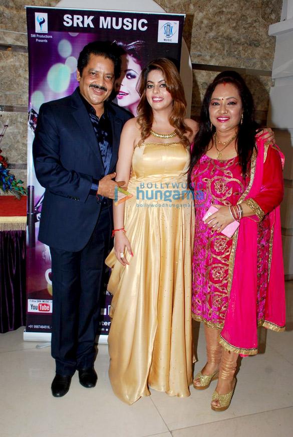 Udit Narayan, Esha Aroraa, Deepa Narayan
