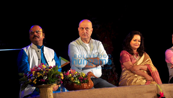 Waman Kendre, Anupam Kher, Himani Shivpuri