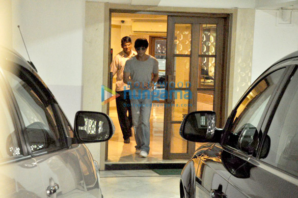 Shah rukh khan snapped in bandra parties events for Aalim hakim salon delhi