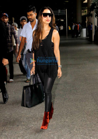 Malaika Arora Khan, Anil Kapoor & Juhi Chawla snapped at the Mumbai airport