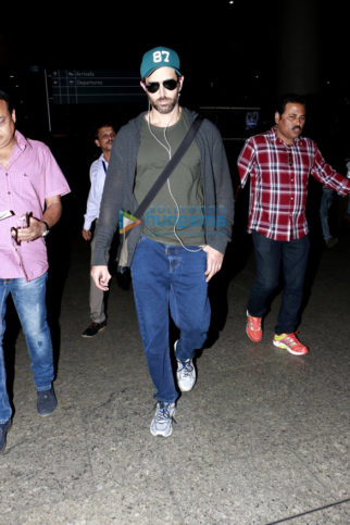 Hrithik Roshan, Sunny Leone and Jackky Bhagnani snapped at the airport