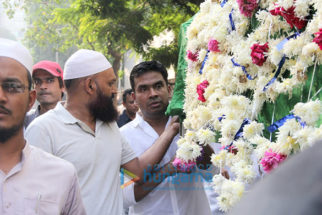 Mushtaq Sheikh's father's last rites at Bandra crematorium