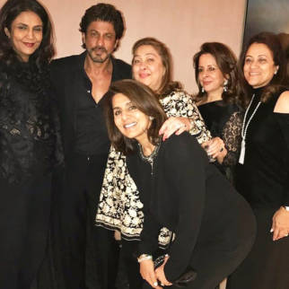 Shah Rukh Khan hangs out with Neetu Kapoor, Rima Jain and others