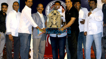Akshay Kumar launches the insurance scheme for movie stunt men