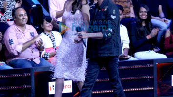 Hrithik Roshan on the sets of Nach Baliye with Sonakshi Sinha