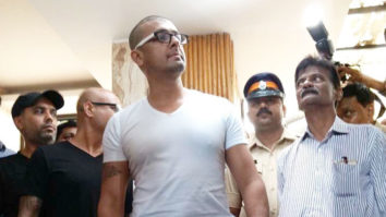 Sonu Nigam's Bald Look; Shaves His Head As Promised video
