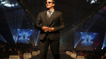 Akshay Kumar walks the ramp and this is the stunt he did to entertain the audience-1