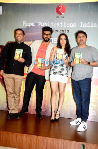 Arjun Kapoor and Shraddha Kapoor unveil 'Half Girlfriend's book