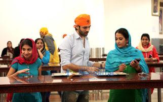 Kartik Aaryan and Kriti Kharbanda help out in a Gurudwara while shooting gor Guest iin London