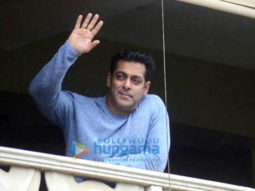 Salman-Khan-wishes-all-his-fans-Eid-Mubarak-from-his-home-in-Bandra-1