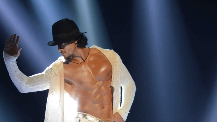 Tiger Shroff gives a tribute to Michael Jackson at 'Main Hoon Michael' (2)