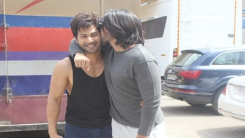 BROMANCE ALERT! Ranveer Singh showers love on Varun Dhawan with a kiss2