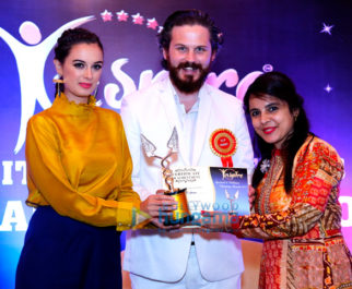 Evelyn Sharma graces the 'Iinspire - Spiritual & Wellness Vsionary Awards 2017'