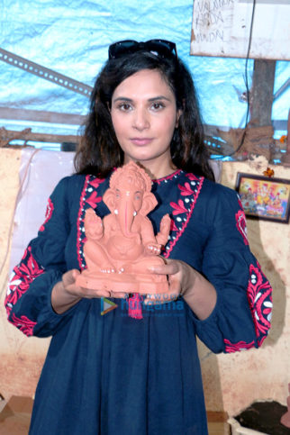 Richa Chadda promotes environment-friendly Lord Ganesha idols