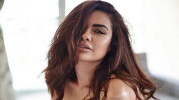 SMOKING HOT! Esha Gupta sizzles in her latest lingerie photoshoot1