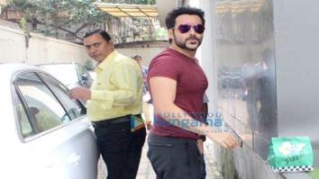 Emraan Hashmi snapped at Vishesh Films office