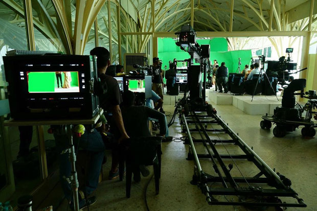 Behind the scenes Shah Rukh Khan gives a sneak peek of his film set