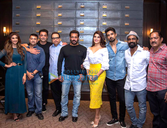 Check out Salman Khan kickstarts shooting for Race 3 in Mumbai