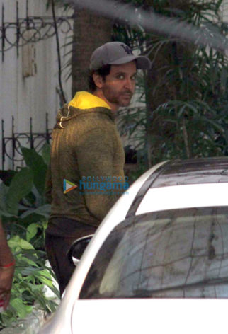 Hrithik Roshan snapped in Juhu