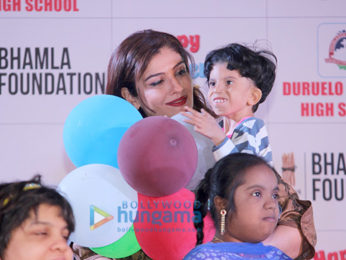 Raveena Tandon and Kanika Kapoor at a Children's Day event organized by Bhamla Foundation