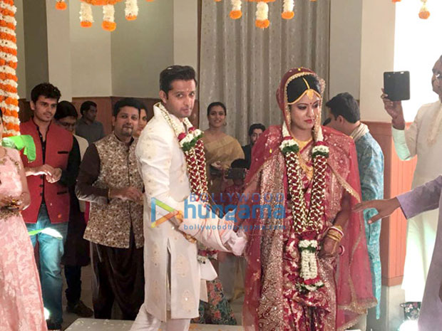 Vatsal-Seth-and-Ishita-Dutta-pose-after-their-wedding--(4)