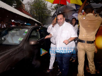 Abhishek Bachchan, Salim Khan, Ranbir Kapoor and others attend the funeral of the late Shashi Kapoor