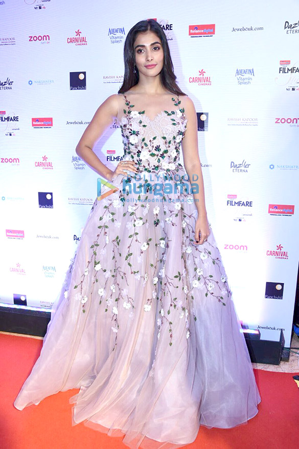 Here's what your favourite female stars wore at Filmfare Glamour and Style Awards 2017 (16)
