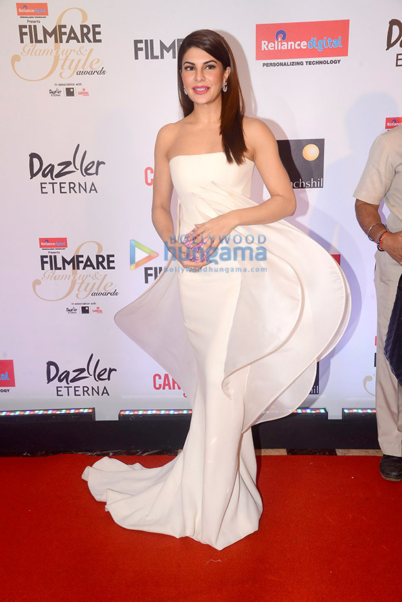 Here's what your favourite female stars wore at Filmfare Glamour and Style Awards 2017 (8)