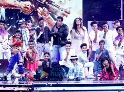 Salman Khan and Katrina Kaif wow the audience on the sets of Super Dancer  (2)