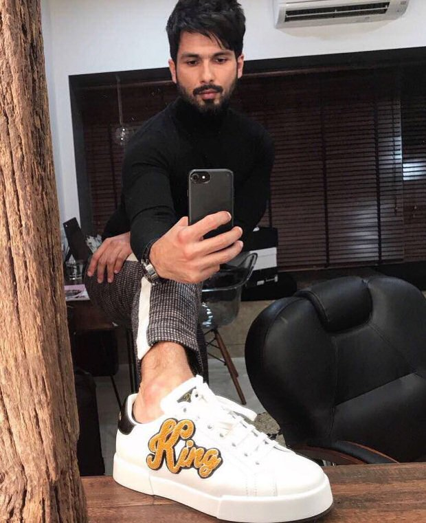 Shahid Kapoor shows off his sneakers prior to the Filmfare Glamour and Style Awards