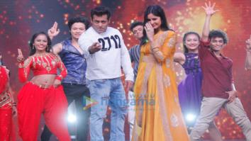 WATCH Katrina Kaif shows off Salman Khan's favourite dance moves