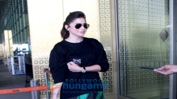 Kanika Kapoor snapped at the airport