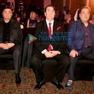 Randhir Kapoor, Rishi Kapoor & Rajiv Kapoor receive Raj Kapoor's award