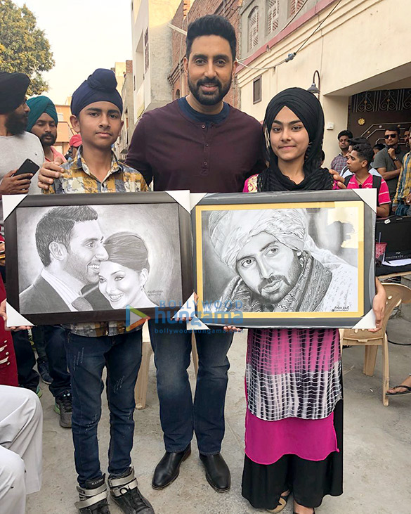 After Anil Kapoor, Abhishek Bachchan receives a handmade gift from fans (see picture)