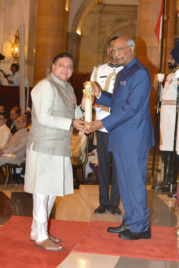 Manoj Joshi conferred with Padma Shri Award by President Ram Nath Kovind at Rashtrapati Bhavan