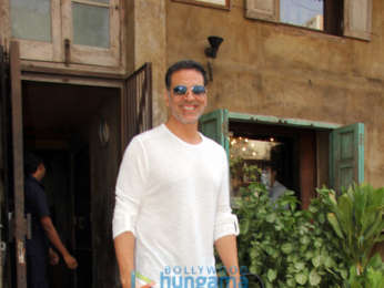 Akshay Kumar, Twinkle Khanna and Anu Deewan spotted at Pali Bhavan in Bandra