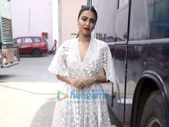 Kareena Kapoor Khan and Swara Bhaskar snapped at Mehboob Studios for Veere Di Wedding promotions