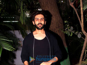 Kartik Aryan spotted at Versova