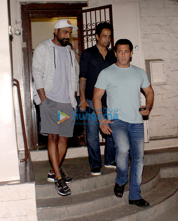 Salman Khan and Remo D'Souza snapped at Ramesh Taurani's house