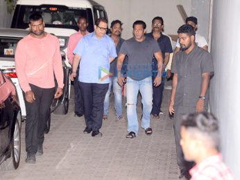 Salman Khan snapped at tips office