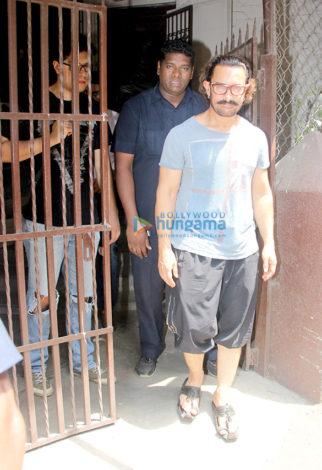 Aamir Khan spotted at Shankar Mahadevan's studio in Bandra