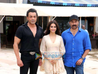 Cast and crew of Yamla Pagla Deewana Phir Se snapped during media interactions