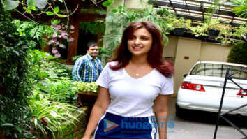 Parineeti Chopra spotted after a salon session in Bandra