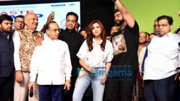 Arjun Kapoor and Parineeti Chopra snapped at the Luv-Kush Ramleela in Delhi