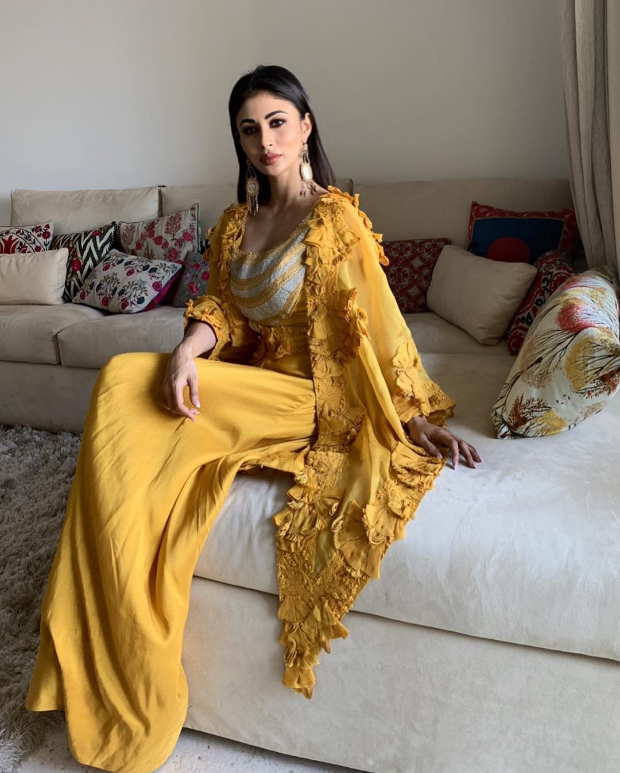 Mouni Roy in Anamika Khanna for MAMI 2018 Brunch (3)