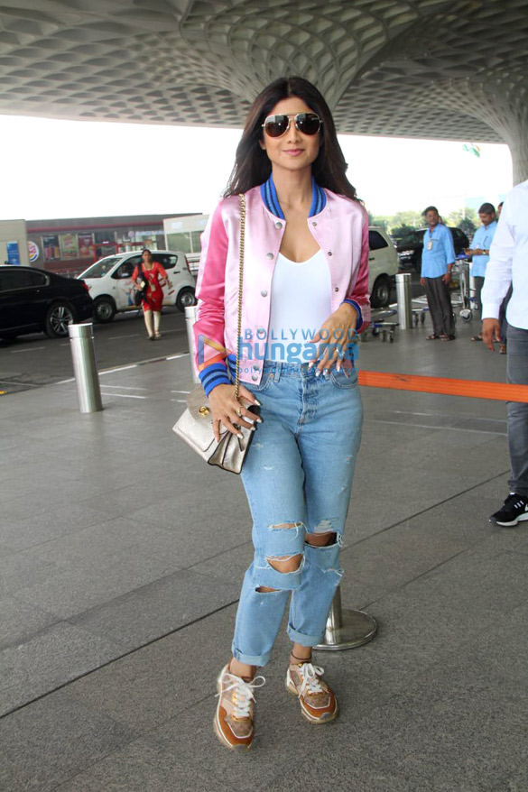Sara Ali Khan, Ranveer Singh and others snapped at the airport2 (2)