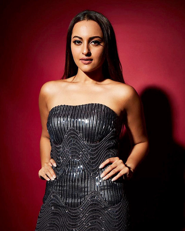 Sonakshi Sinha in Amit Aggarwal for Elle Beauty Awards 2018 (6)