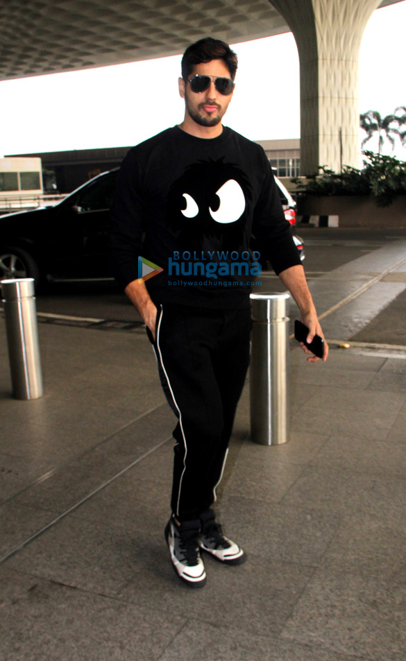Sidharth Malhotra, Raveena Tandon and others snapped at the airport