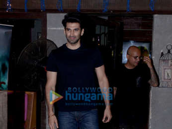Aditya Roy Kapur snapped at Hakim Aalim's salon in Bandra