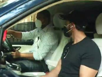 Hrithik Roshan spotted at Juhu